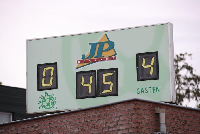 Eerste competitiewedstrijd SVHA vs Kolping-Dynamo (vierde klasse); voetbal  Na 45 minuten in de tweede helft stond de eindstand op het scorebord: 0-4