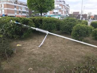"""Gemeentelijke vlaggen liggen plots tegen vlakte: """"Zuiver vandalisme"""""""