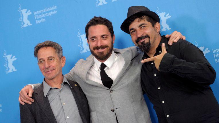 Regisseur Pablo Larrain (midden) met acteurs Alfredo Castro en Roberto Farias tijdens een fotoshoot voor 'El Club'. Beeld REUTERS