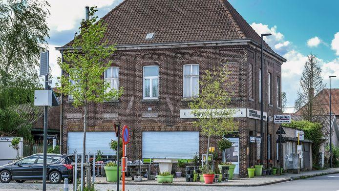 Café de France in Sint-Denijs is niet brandveilig en blijft daarom gesloten.