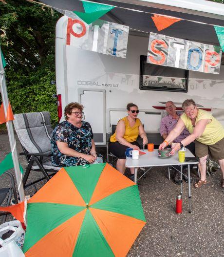 Het is tóch nog druk op de Zevenheuvelenweg dankzij toeschouwers en 'Vierdaagsewandelaars'