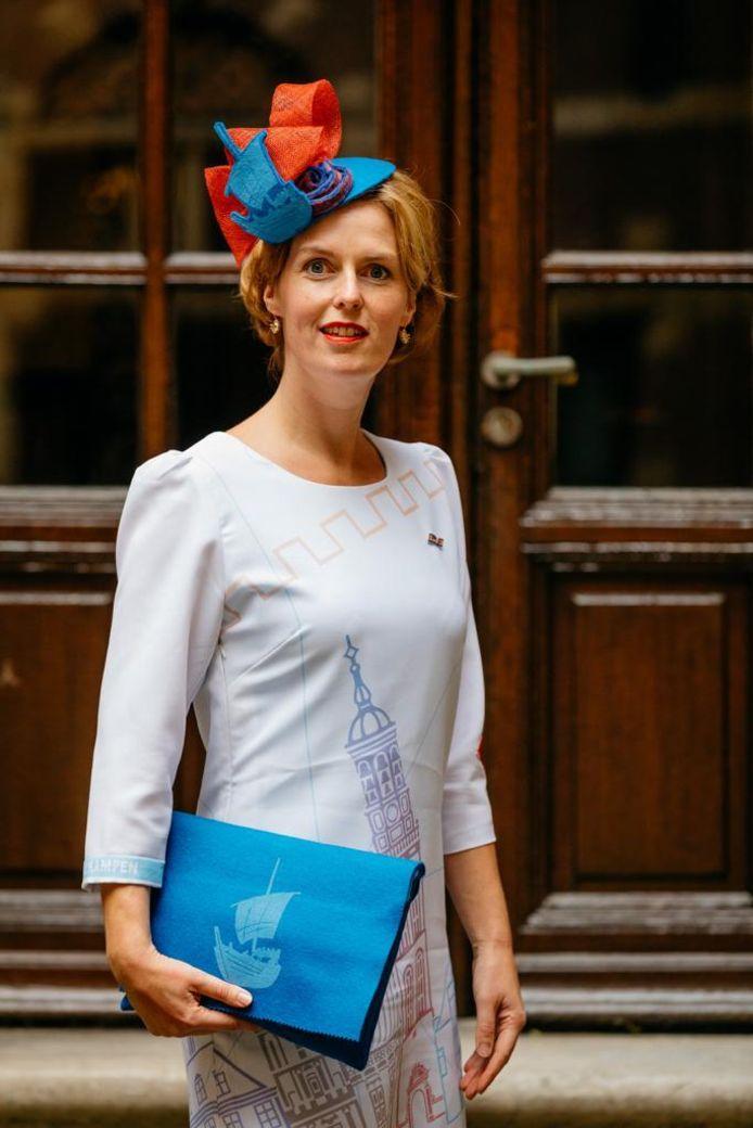 Kamerlid Hilde Palland in een Kamper outfit tijdens Prinsjesdag.