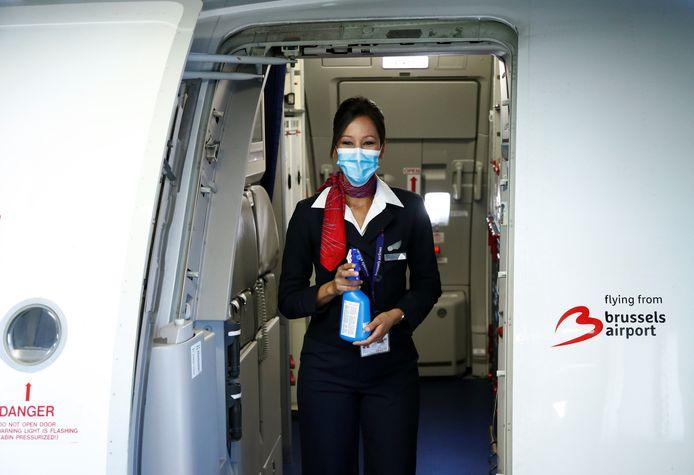 Une hôtesse de la compagnie Brussels Airlines.