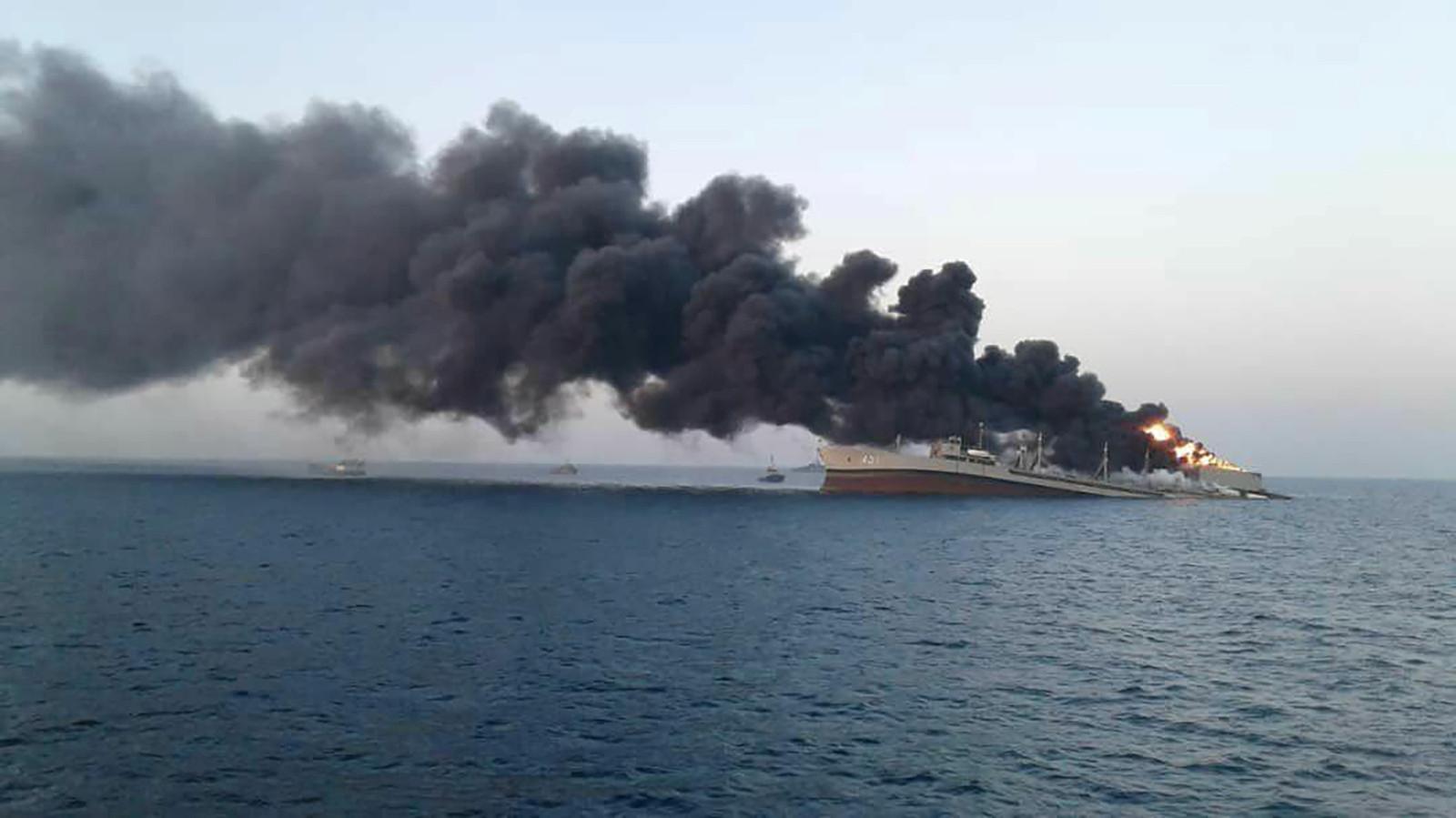 Eerder vandaag zonk schip van de Iraanse marine als gevolg van een brand.