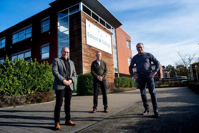 De drie directeuren van de vmbo-scholen die samengaan in twee nieuwe scholen.  Gerjan van Dijken ( Sprengeloo, links),  Jan Podt (Veluws College Cortenbosch) en Fred Meijer (Edison College, rechts).