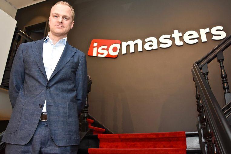 CEO Christophe Bouvry bij het nieuw logo.
