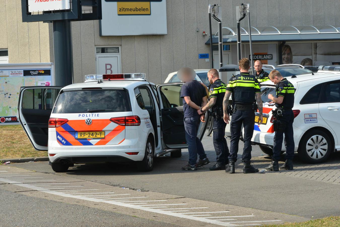 verdachte van gewapende overval op tankstation in Breda direct aangehouden.
