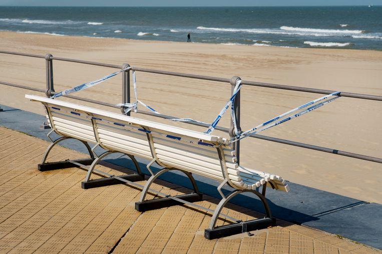 Oostende en de andere kustgemeenten houden hun hart vast voor een overrompeling op hun stranden en dijken. Beeld Eric de Mildt