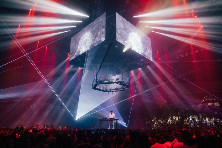 Netsky in het midden van de Spark Arena in Auckland: