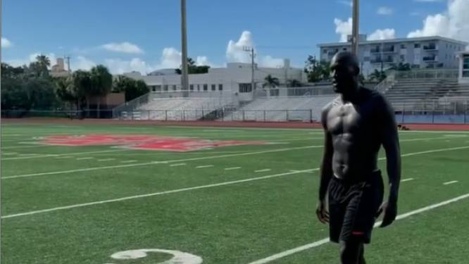 'Vakantie' is relatief: Romelu Lukaku legt er in Miami de pees op met voormalig American Football-ster