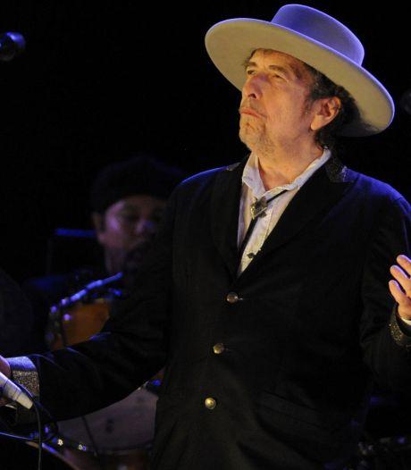 Nederlandse literaire wereld verdeeld over Nobelprijs Bob Dylan