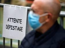 """Des médecins français réclament """"le masque obligatoire"""" dans les lieux publics clos"""