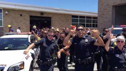VIRAL. Amerikaans politiekorps gaat los op Bruno Mars!