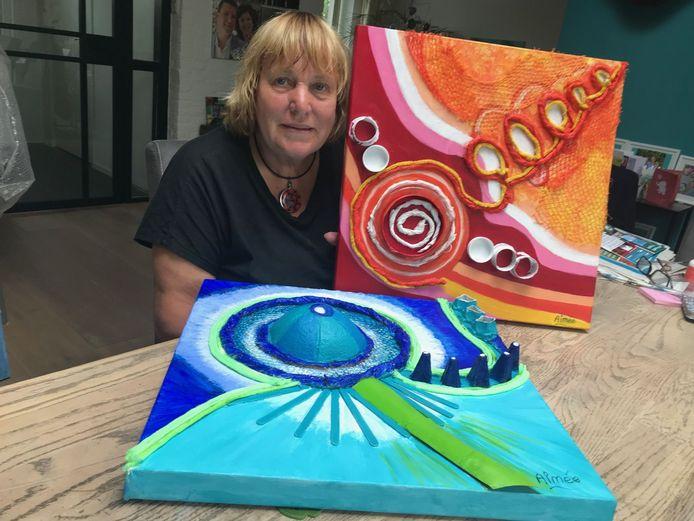 Aimée Macdaniël houdt van abstract lijnenspel en felle kleuren. Dat komt terug in haar werken.