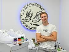 Wesley Sneijder draagt de schoenen van student Enrique Wauters (21) uit Hulst