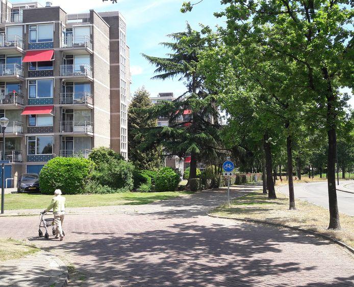 De huidige residentie Ruitersbos aan de Brahmslaan in Breda. Het wooncomplex op de voorgrond gaat in april als eerste tegen de vlakte.