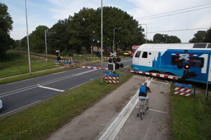 Het treinspoor tussen Zwolle en Wierden, in Raalte ter hoogte van Kruispunt Bos.