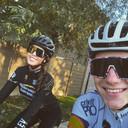 Remco Evenepoel en vriendin Oumi maken daags voor kerst een fietstochtje.