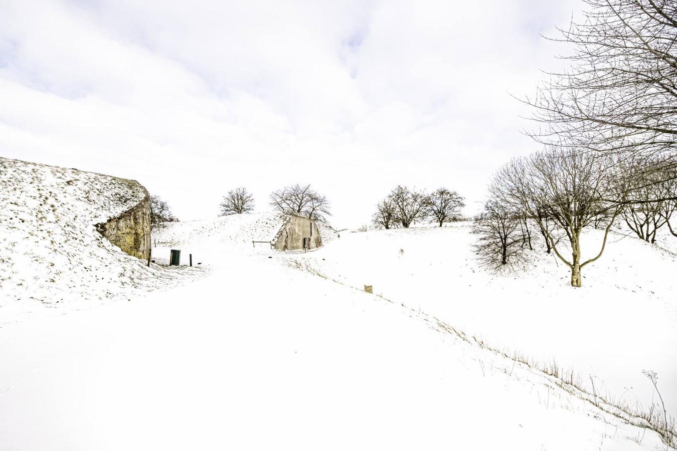 Net een schilderij, deze foto van Fort Sabina in  Heijningen in de sneeuw. Het fort wordt het centrum van de FotoBiënnale in oktober.