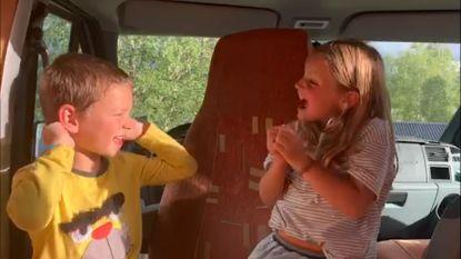 Code rood in Zweden, maar de kleine Vic en Jade maken zich er geen zorgen tijdens hun vakantie