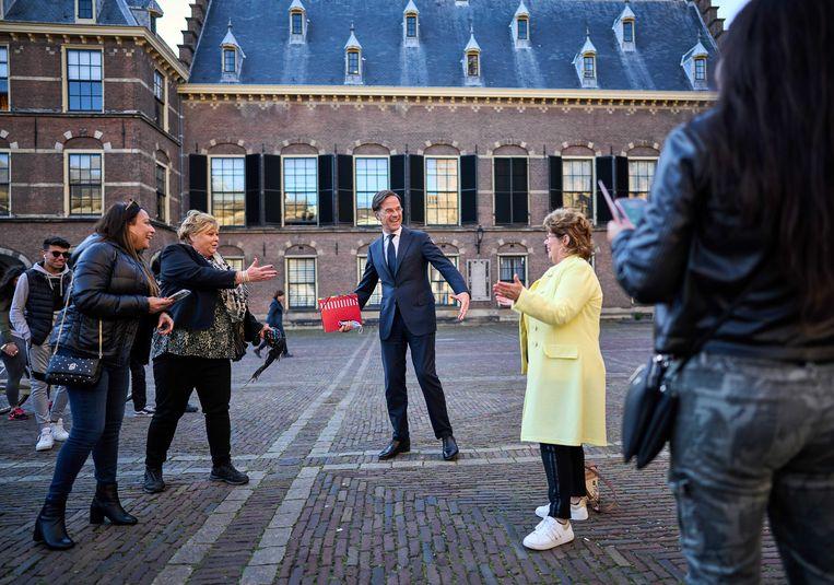 Premier Mark Rutte op weg naar een gesprek met informateur Mariëtte Hamer. Beeld ANP