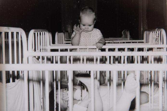 Eén van de kinderen in Moederheil, de voormalige kraamkliniek in Breda, waar Babs van Nieuwenhuijzen in de jaren zestig werkte. Ook dit kind werd direct na de geboorte bij de moeder weggehaald en ter adoptie aangeboden.