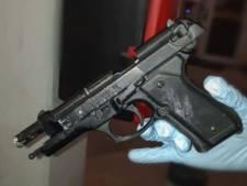 Vuurwapen aangetroffen bij avondklokcontrole in Dordrecht