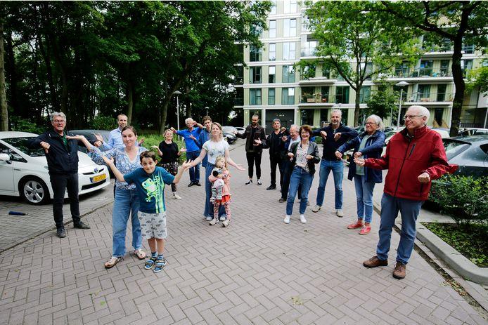 Begin juli maakten omwonenden duidelijk dat ze niets begrepen van het plan om op een deel van de parkeerplaats aan het Rachmaninoffplantsoen 140 woningen te bouwen.