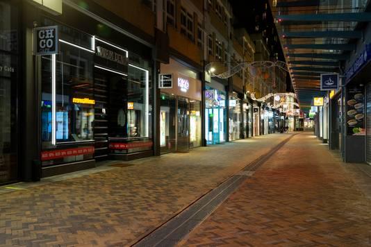 Verlaten winkelstraten, zoals hier in Zoetermeer. Toch denkt hoogleraar Corine Noordhoff dat veel winkels na de lockdown het zullen overleven.