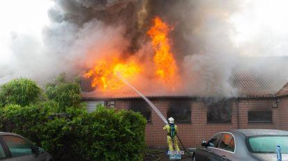 Saunacomplex en vier flats vernield