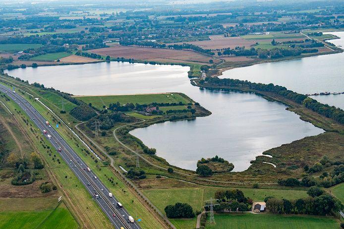 De Kraaijenbergse Plassen bij Cuijk, vanuit de lucht gezien in 2016.