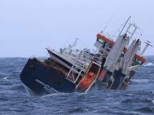 Boskalis legt eerder stuurloos schip, Eemslift Hendrika, in haven