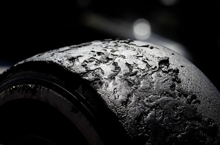 Detailfoto van een Pirelli-band na de Grand Prix van Silverstone. Beeld getty