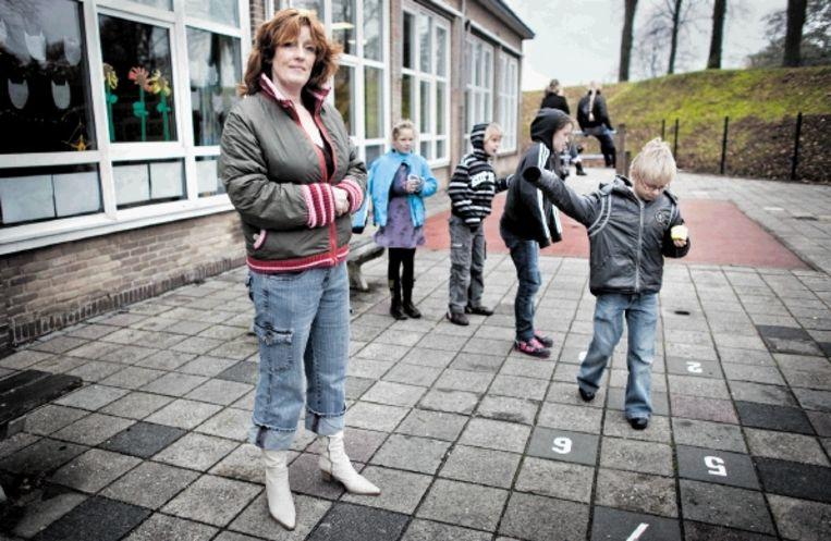 Basisschoolleerkracht Liesbeth Herman: 'De staatssecretaris wil alles 'transparanter' maken. Dat betekent: meer papierwerk.' (FOTO HERMAN ENGBERS) Beeld