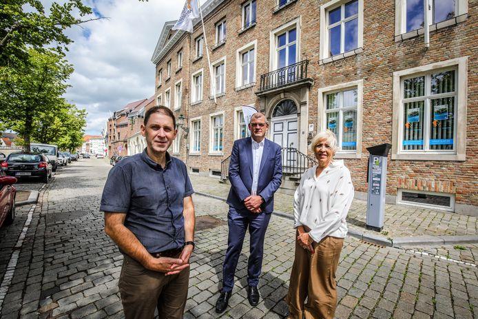 Nieuwe directeur St Leo Hemelsdaele Bruno Overbergh, met Pascal Craeye en Katelijn Werbrouck
