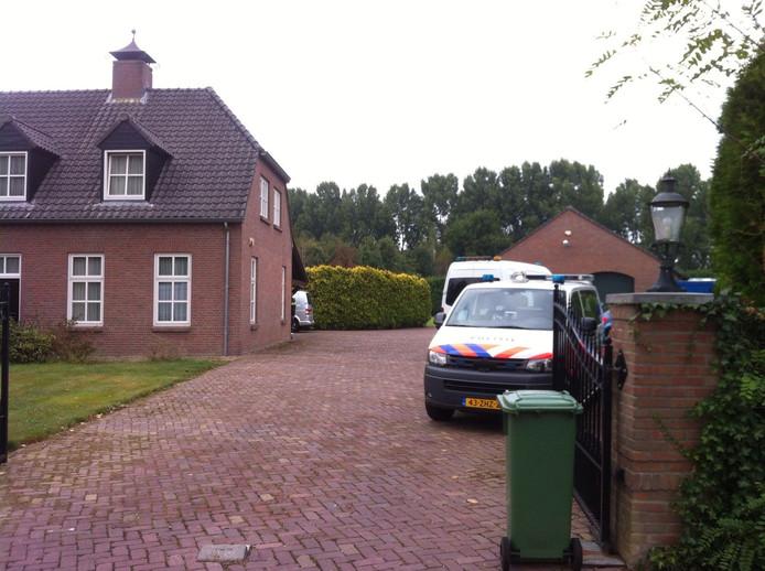 Een woning in Best wordt doorzocht in verband met de mishandeling van Tommie van der Burg in 2014.