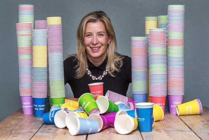 Rintske Bosma (42) gaf een carrière in de IT op en startte Cupbliss, haar eigen bedrijf in koffiebekertjes.