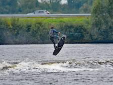 Wake Event Terneuzen op het water van de Braakman levert halsbrekende toeren op