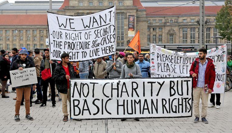 Vluchtelingen pleiten voor betere behandeling en snellere asielprocedures in Leipzig. Beeld epa