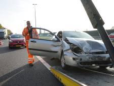 Verkeer muurvast op A50 naar Zwolle na kettingbotsing bij Apeldoorn