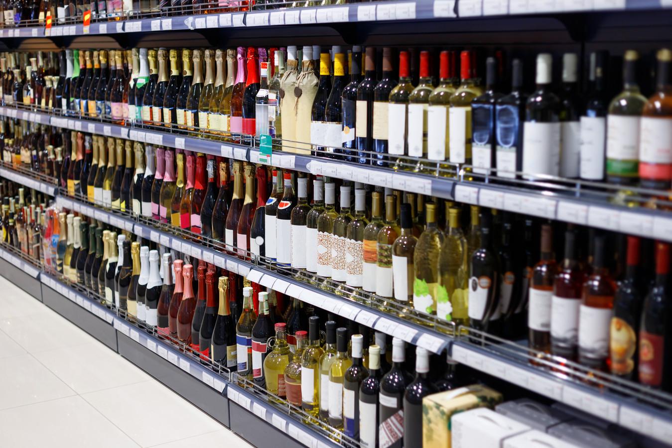 Alcoholaanbiedingen worden vanaf 1 juli aan banden gelegd: boven de 25 procent korting geven mag niet meer.