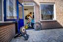 Mike Teunissen rijdt in zijn bijkeuken de Ronde van Vlaanderen