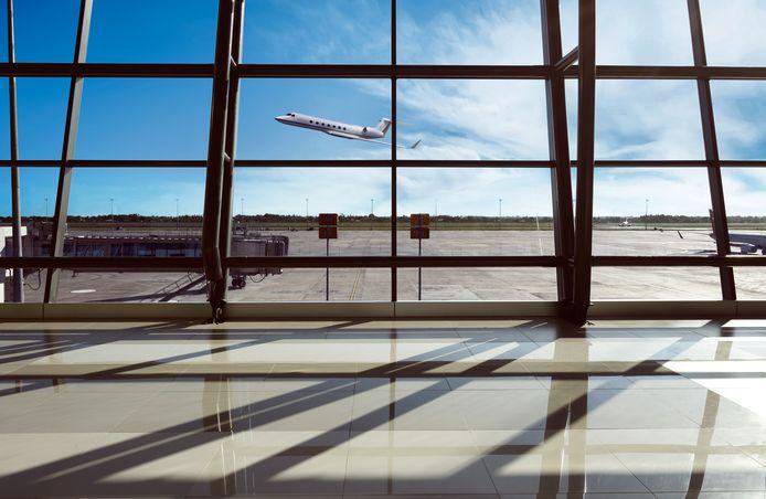 De man ging in Jakarta aan boord van het vliegtuig. In het toilet ontdeed hij zich van zijn nikab, maar een stewardess betrapte hem. (Illustratiefoto)