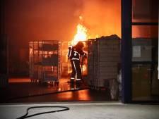 Felle brand in Oldenzaalse wasserij, karren met handdoeken vatten vlam