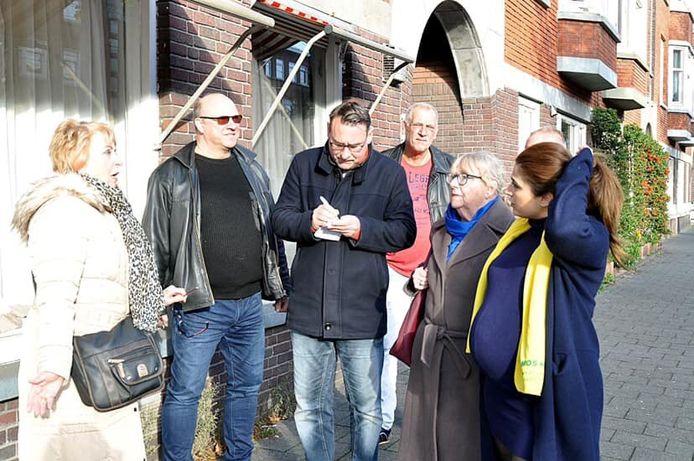 Richard de Mos bezoekt samen met een collega-raadslid Laak.