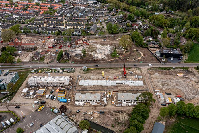 Terwijl aan de overkant van de Bosscheweg in Boxtel de sloophamer rondwaart, wordt aan deze zijde gebouwd aan bouwplan Heem van Selis. De 24 huurappartementen die in aanbouw zijn, worden straks verhuurd door woonstichting Joost. De nieuwe bewoners krijgen naar verwachting begin 2022 de sleutel.