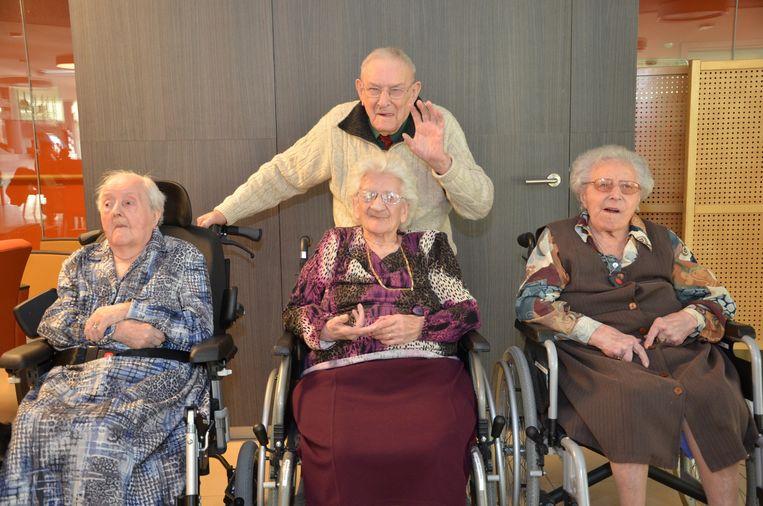 Gerard Vandenbroucke vierde gisteren al zijn verjaardag met Augusta Lafere, Suzanna Messiaen en Maria Vandoorne.