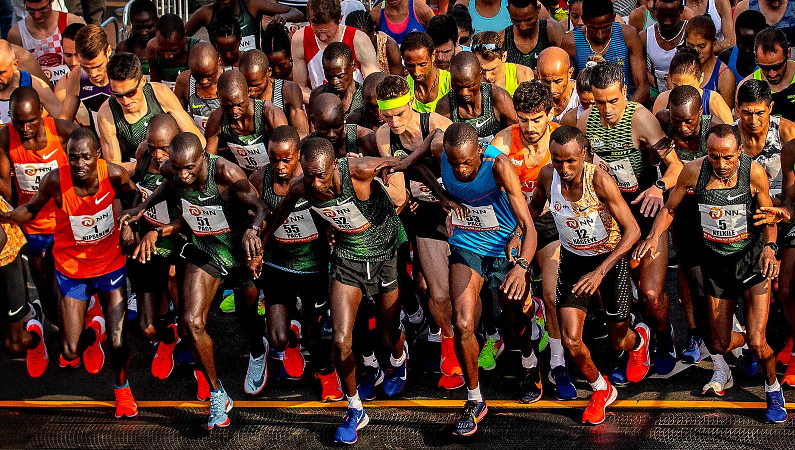 De start van de Rotterdam marathon 2019.