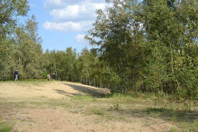 Wandelaars in het gebied van de Kleiputten Terhagen.