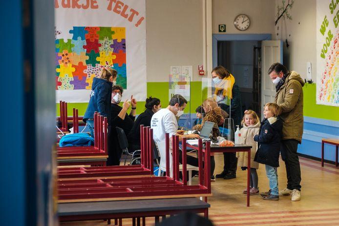 Basisschool Olfa Elsdonk in Edegem test leerlingen massaal.